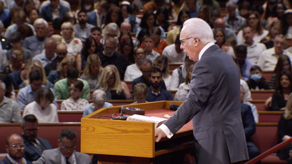John MacArthur Preaches at Grace Community Church