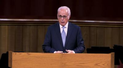 John MacArthur preaches at Grace Community Church